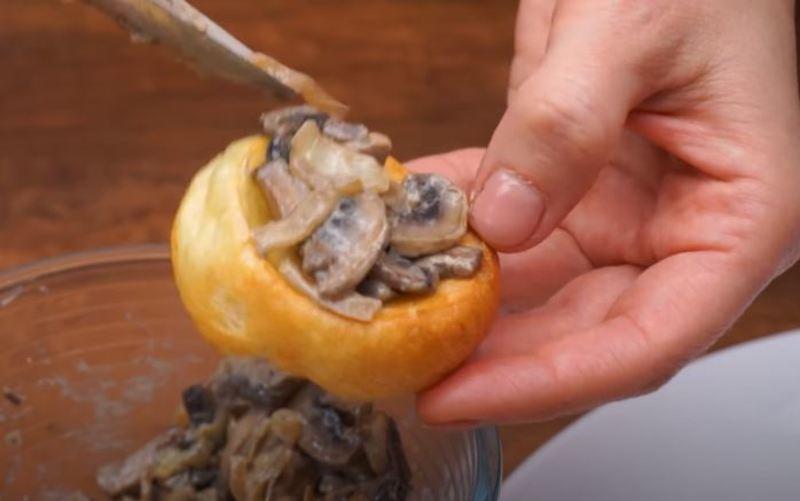 в пудинги кладем грибную начинку