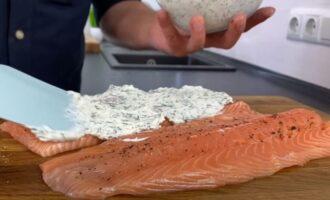 филе рыбы смазываем творожным сыром