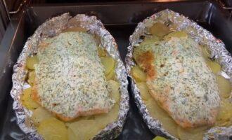 запечённая красная рыба с картофелем