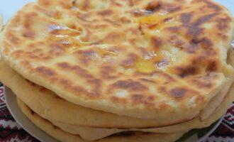 хачапури с творогом и сыром на сковороде