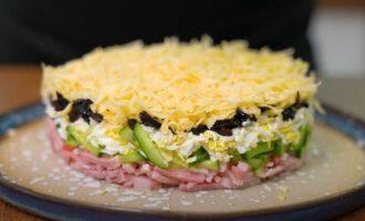 салат каприз с черносливом и ветчиной