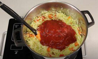добавляем воду сахар соль масло уксус томатный соус